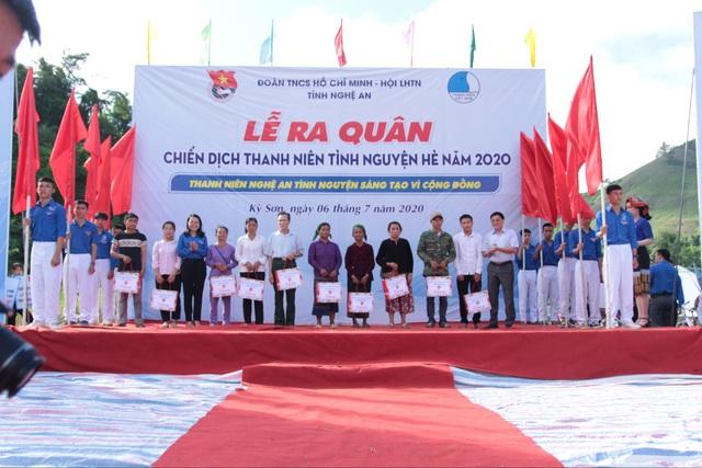 Tỉnh đoàn Nghệ An ra quân tình nguyện ở biên giới Việt - Lào - 8