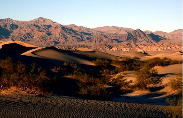 Bí ẩn tảng đá biết đi ở thung lũng Chết, nơi khắc nghiệt nhất trái đất  - 2