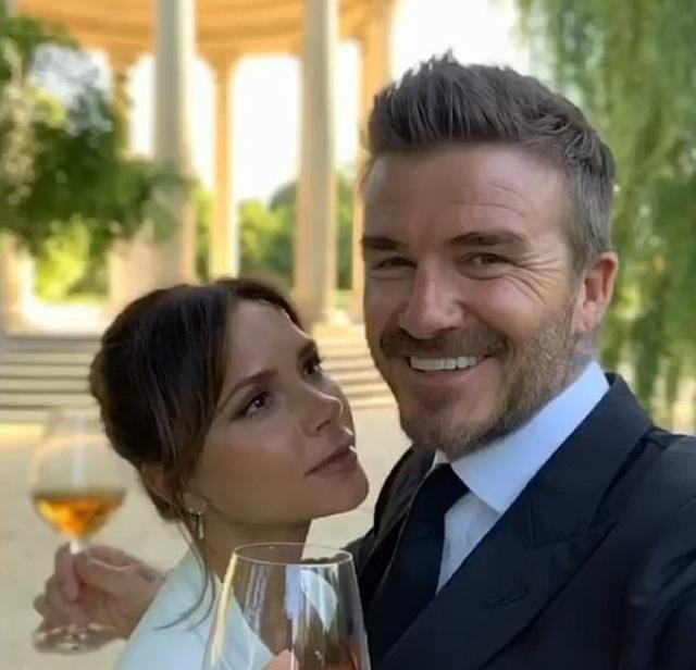 """David Beckham nhớ lại khoảnh khắc """"phải lòng"""" Victoria - 1"""