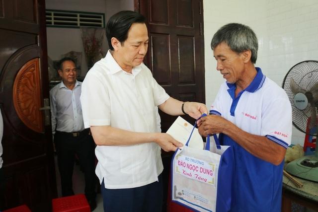 Bộ trưởng Đào Ngọc Dung: Không cứng nhắc khi duyệt hồ sơ liệt sĩ tồn đọng - 4