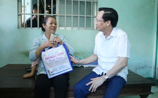 Bộ trưởng Đào Ngọc Dung: Không cứng nhắc khi duyệt hồ sơ liệt sĩ tồn đọng - 2