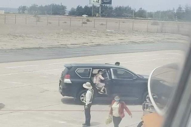 Tỉnh ủy Phú Yên: Xe công vụ vào sát máy bay đón Phó Bí thư là đúng quy định - 2