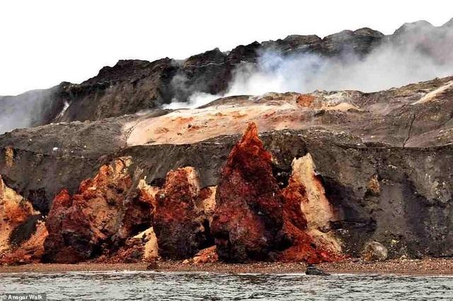 Kỳ lạ ngọn đồi tự bốc cháy suốt hàng trăm năm - 2