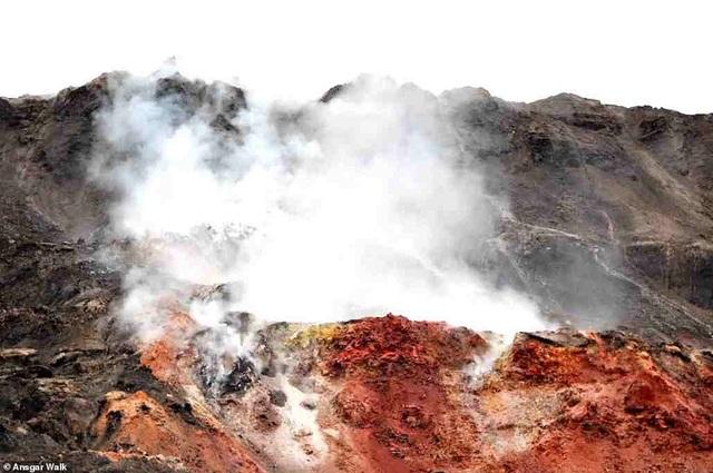 Kỳ lạ ngọn đồi tự bốc cháy suốt hàng trăm năm - 3