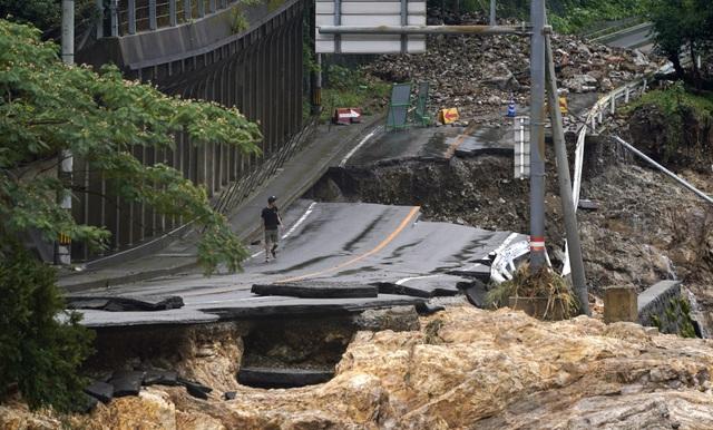 Cảnh đổ nát tại Nhật Bản sau thảm họa mưa lũ khiến 50 người chết - 11