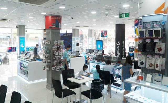 Khai trương showroom Phong Vũ Hoàng Hoa Thám
