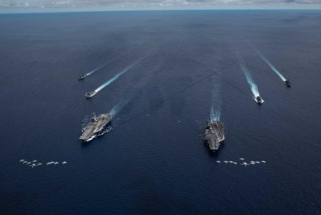 Máy bay quân sự Mỹ phô diễn sức mạnh trong tập trận tại Biển Đông - 1