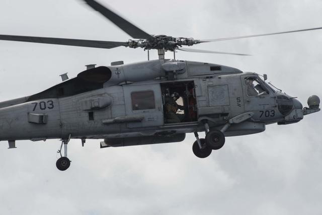 Máy bay quân sự Mỹ phô diễn sức mạnh trong tập trận tại Biển Đông - 10