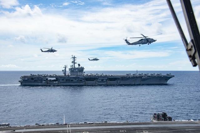 Máy bay quân sự Mỹ phô diễn sức mạnh trong tập trận tại Biển Đông - 15