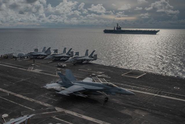 Máy bay quân sự Mỹ phô diễn sức mạnh trong tập trận tại Biển Đông - 17