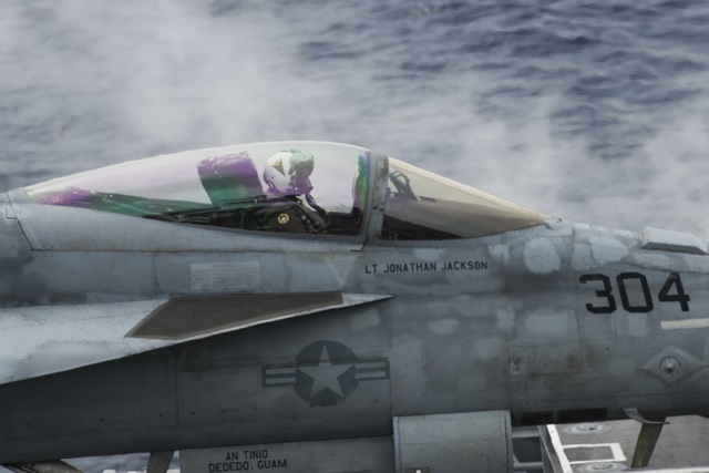 Máy bay quân sự Mỹ phô diễn sức mạnh trong tập trận tại Biển Đông - 3