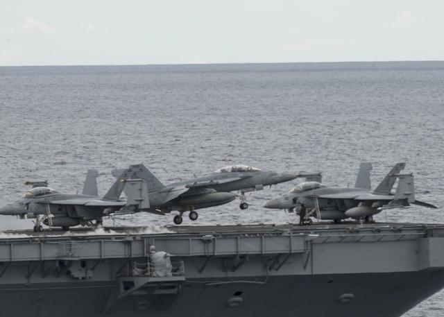 Máy bay quân sự Mỹ phô diễn sức mạnh trong tập trận tại Biển Đông - 7