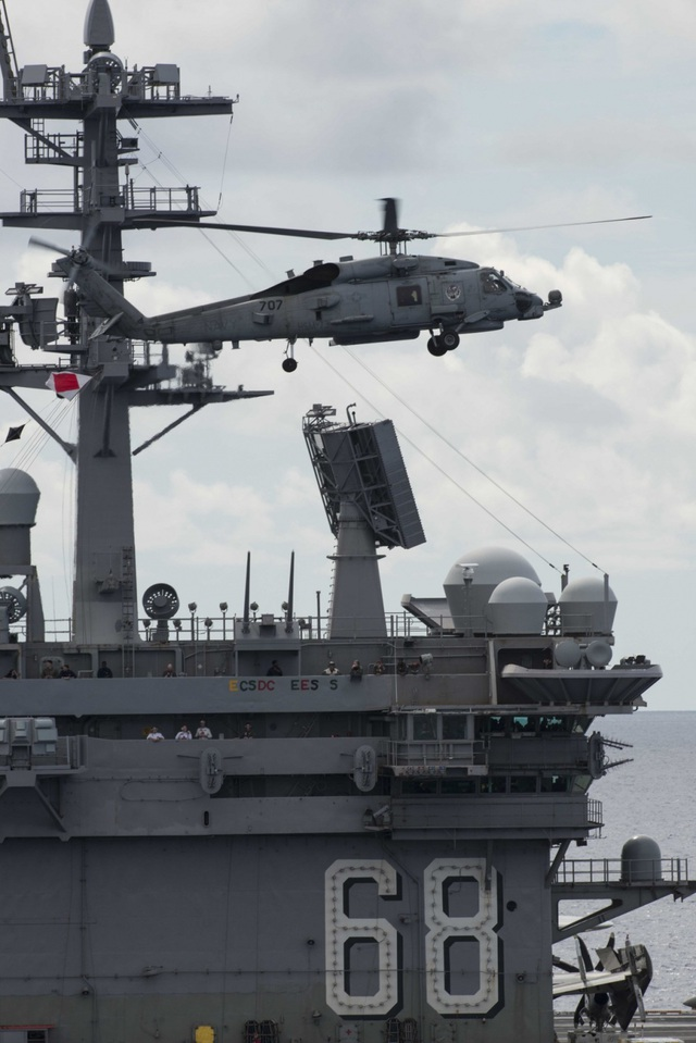 Máy bay quân sự Mỹ phô diễn sức mạnh trong tập trận tại Biển Đông - 9