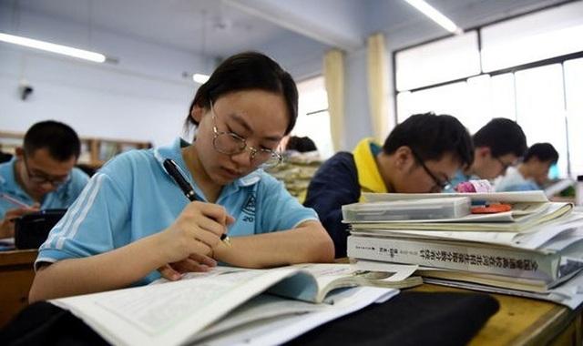 Trung Quốc cảnh báo nghiêm trị trường hợp gian lận thi Đại học quốc gia - 1