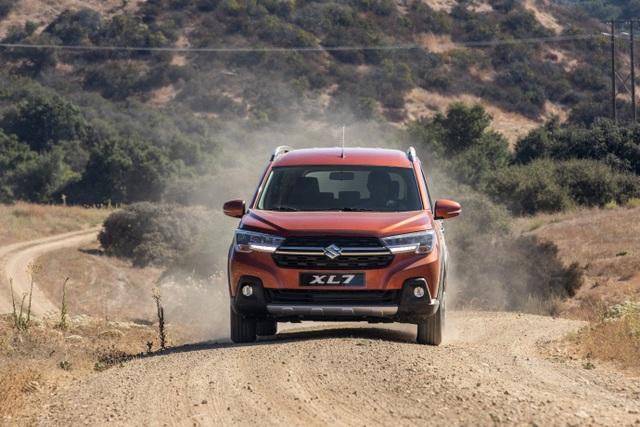 """Suzuki XL7 ra mắt, kỳ vọng """"soán ngôi vương"""" phân khúc SUV 7 chỗ - 4"""