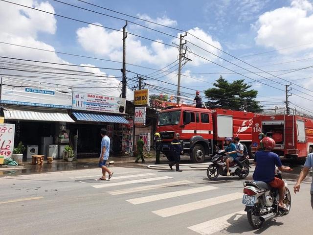 Ba người tử vong trong vụ cháy tiệm cầm đồ  - 1