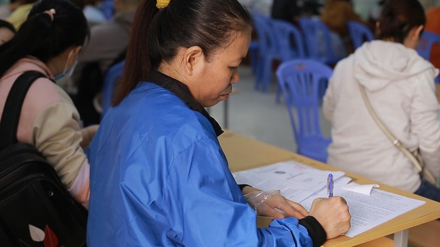 TPHCM: Công nhân thất nghiệp chấp nhận mức lương thấp để có việc làm - 4