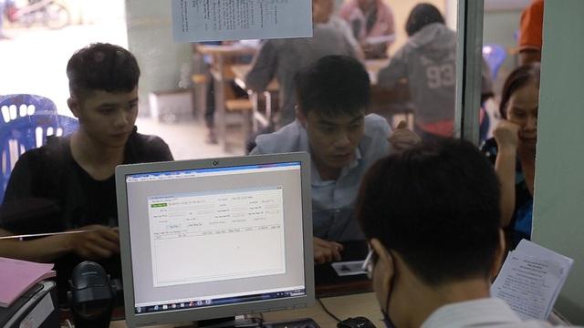 TPHCM: Công nhân thất nghiệp chấp nhận mức lương thấp để có việc làm - 7