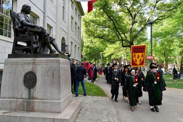 Đại học Mỹ kiện chính phủ vì quy định trục xuất sinh viên học trực tuyến - 1