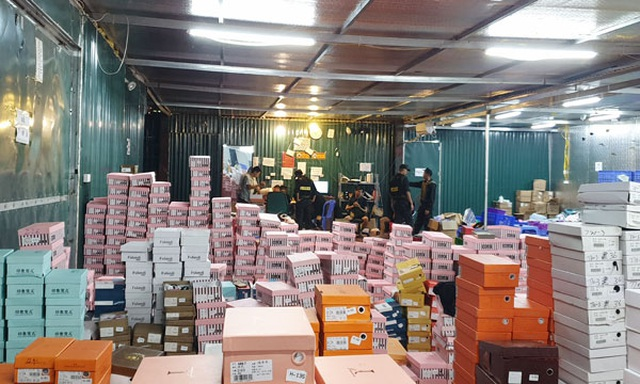 Gần 160.000 sản phẩm nhập lậu trong kho hàng khủng ở Lào Cai - 1