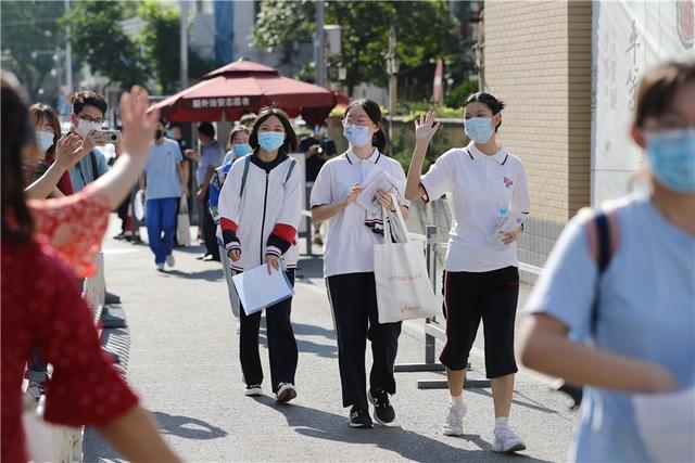 Trung Quốc: Dịch Covid-19, lũ lụt tăng thêm áp lực cho thí sinh thi Gaokao - 3
