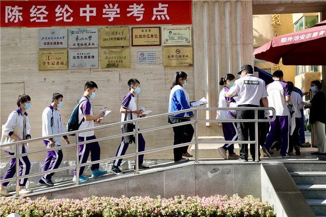 Trung Quốc: Dịch Covid-19, lũ lụt tăng thêm áp lực cho thí sinh thi Gaokao - 5