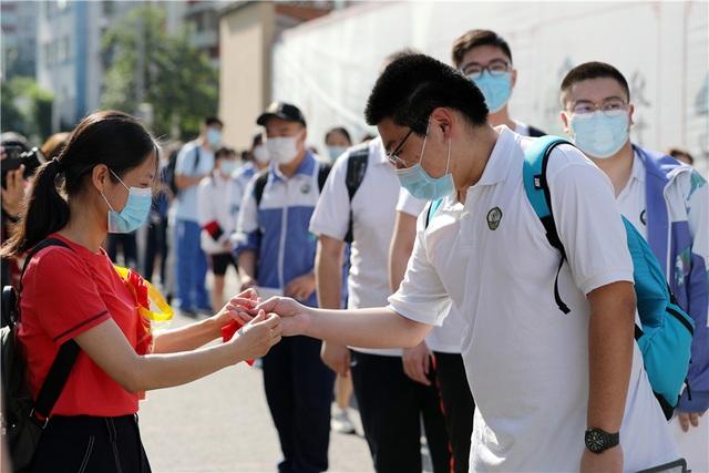 Trung Quốc: Dịch Covid-19, lũ lụt tăng thêm áp lực cho thí sinh thi Gaokao - 8