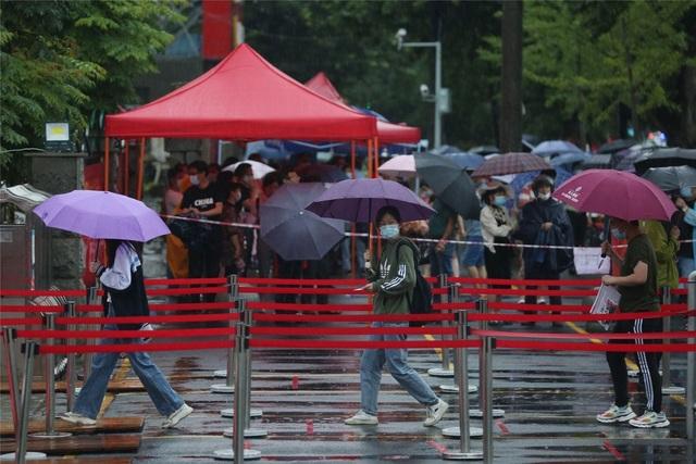 Trung Quốc: Dịch Covid-19, lũ lụt tăng thêm áp lực cho thí sinh thi Gaokao - 11