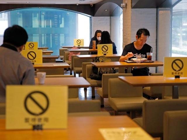 Hong Kong đối phó làn sóng Covid-19 thứ 3, mất dấu nhiều ca nhiễm - 2