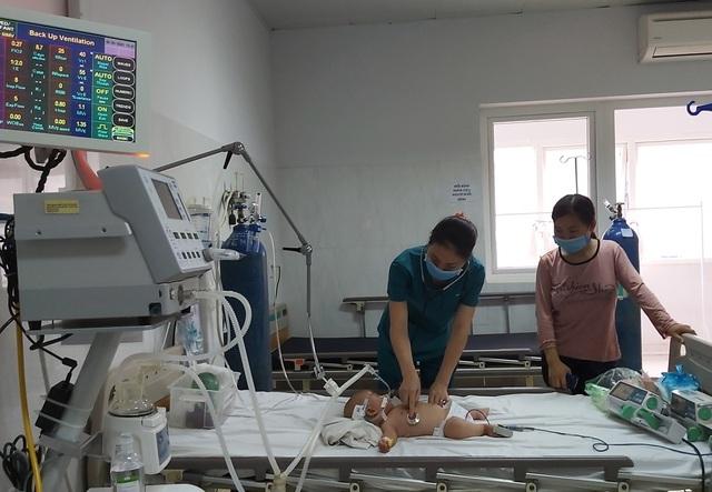 Tưởng sốt mọc răng, bé 9 tháng tuổi viêm não Nhật Bản - 1
