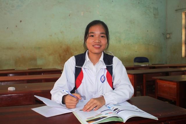 Những học sinh vùng khó nỗ lực học tập để nuôi ước mơ - 1