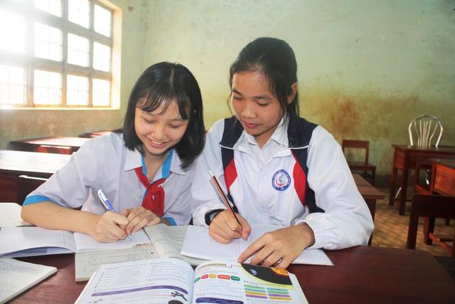 Những học sinh vùng khó nỗ lực học tập để nuôi ước mơ - 2