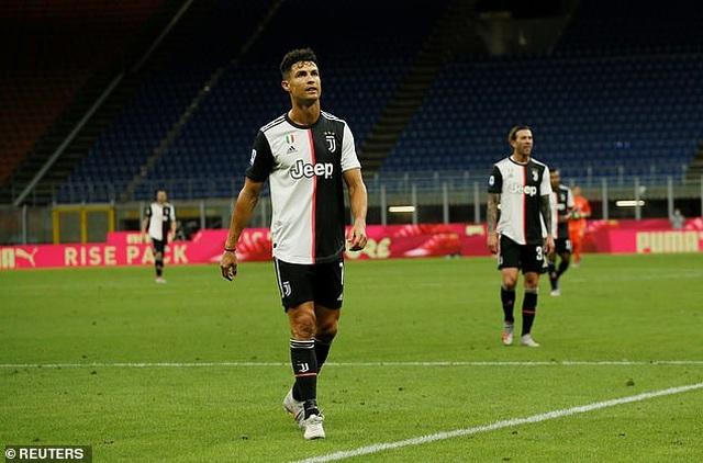 Ronaldo vẫn cười tươi trong ngày Juventus bại trận trước AC Milan - 11
