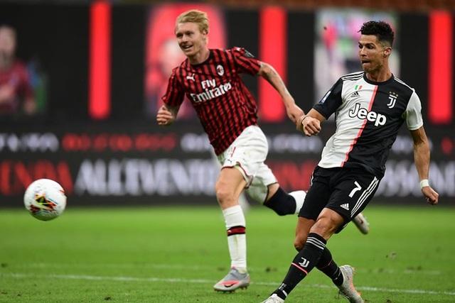 Ronaldo vẫn cười tươi trong ngày Juventus bại trận trước AC Milan - 3