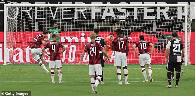 Ronaldo vẫn cười tươi trong ngày Juventus bại trận trước AC Milan - 4