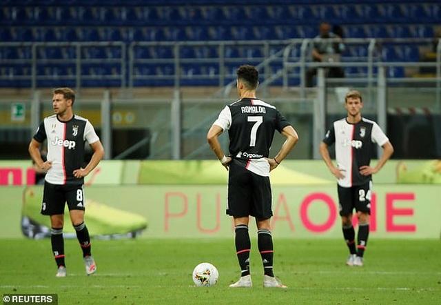 Ronaldo vẫn cười tươi trong ngày Juventus bại trận trước AC Milan - 10