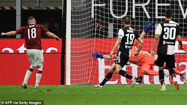 Ronaldo vẫn cười tươi trong ngày Juventus bại trận trước AC Milan - 8