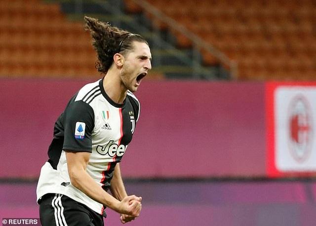 Ronaldo vẫn cười tươi trong ngày Juventus bại trận trước AC Milan - 2