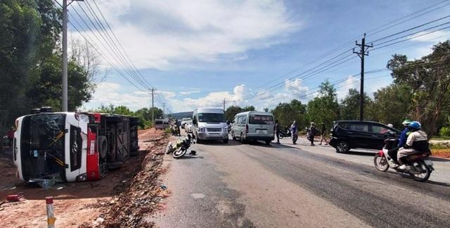 Tai nạn liên hoàn ở Phú Quốc, hơn 40 du khách may mắn thoát nạn - 1