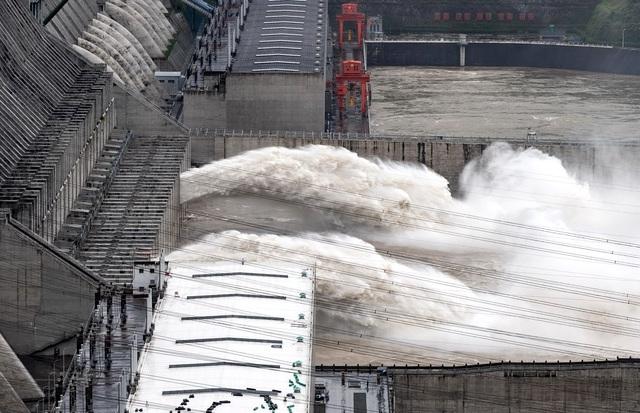 Trung Quốc nâng cảnh báo mưa lũ mức cao nhất ở hạ nguồn đập Tam Hiệp - 2