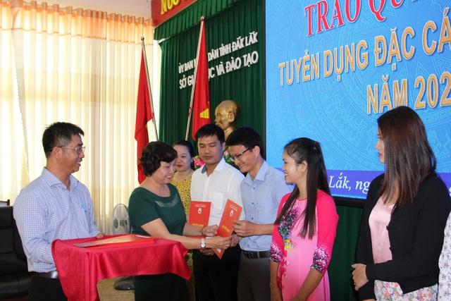 Đắk Lắk: 37 giáo viên được tuyển dụng đặc cách - 1