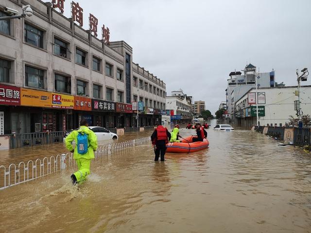 Trung Quốc nâng cảnh báo mưa lũ mức cao nhất ở hạ nguồn đập Tam Hiệp - 4