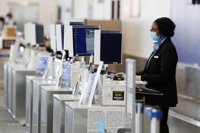 Hãng hàng không United Airlines gửi cảnh báo sa thải 36.000 nhân viên - 1