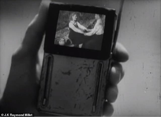 Bộ phim ra mắt từ năm 1947 gây sửng sốt vì khả năng đoán trước tương lai - 1