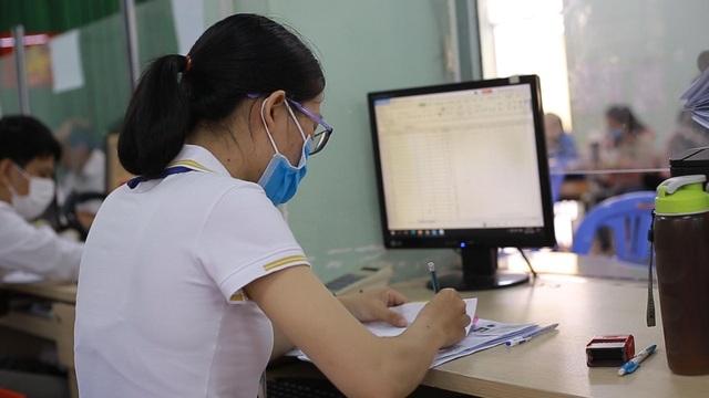 TPHCM: Hơn 94.000 người làm hồ sơ trợ cấp thất nghiệp - 7