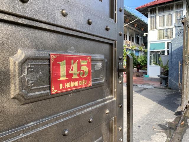 Cơ quan chức năng vừa đột kích kho hàng lậu rộng 10.000m2 tại Lào Cai.