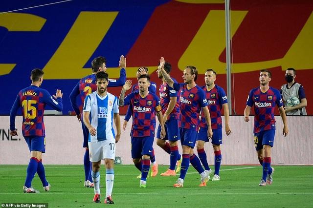 Luis Suarez ghi bàn, Barcelona nuôi mộng bám đuổi Real Madrid - 11