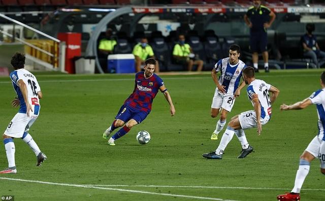 Luis Suarez ghi bàn, Barcelona nuôi mộng bám đuổi Real Madrid - 2