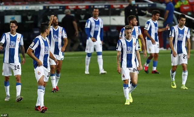 Luis Suarez ghi bàn, Barcelona nuôi mộng bám đuổi Real Madrid - 10