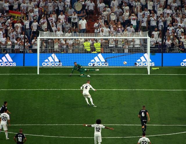 """Tiết lộ bí quyết sút phạt đền """"bách phát bách trúng"""" của Sergio Ramos - Ảnh minh hoạ 2"""
